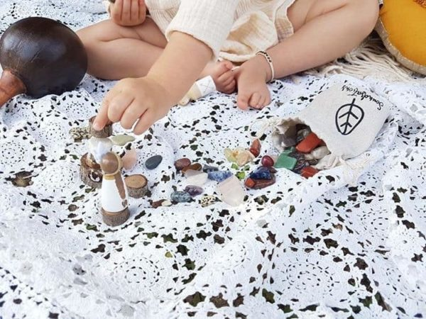 Eco Conscious Living / Mindful parenting / Mindfulness through learning / Crystal Discovery Kit