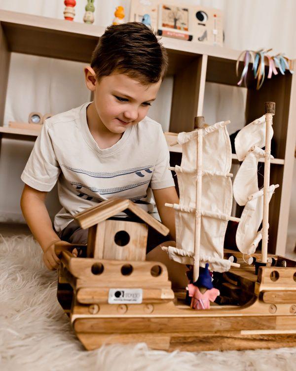 growing kids \Wooden Pirate Ship